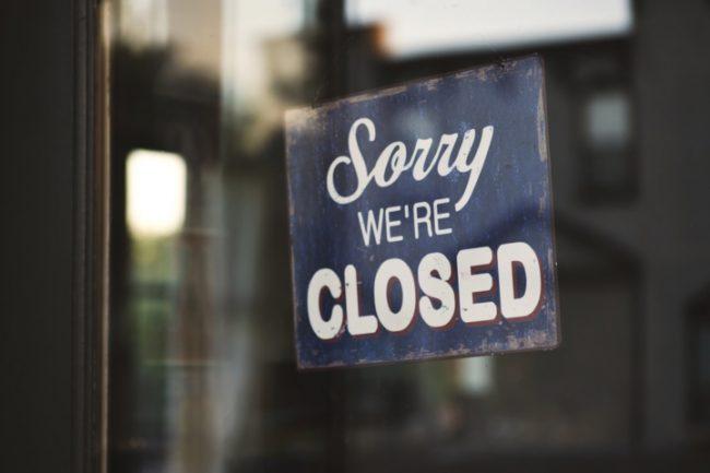Trước diễn biến phức tạp của dịch, nhiều đơn vị kinh doanh đối mặt với nguy cơ đóng cửa. Ảnh: Unsplash