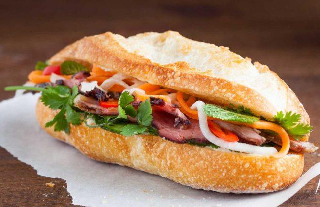 Bánh mì là món ăn quen thuộc với những người làm nghề sự kiệnNgày 24/03, Goole Doodles đã chọn hình ảnh bánh mì để tôn vinh