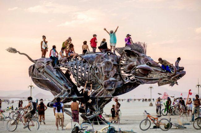 Lễ hội Burning Man bị hủy bỏ, thay vào đó nhà tổ chức thông báo tổ chức sự kiện ảo Virtual Black Rock City. Ảnh: nytimes.com
