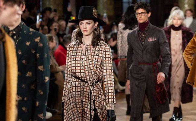 Tuần lễ thời trang London lần đầu được tổ chức theo cách đặc biệt. Ảnh 1.