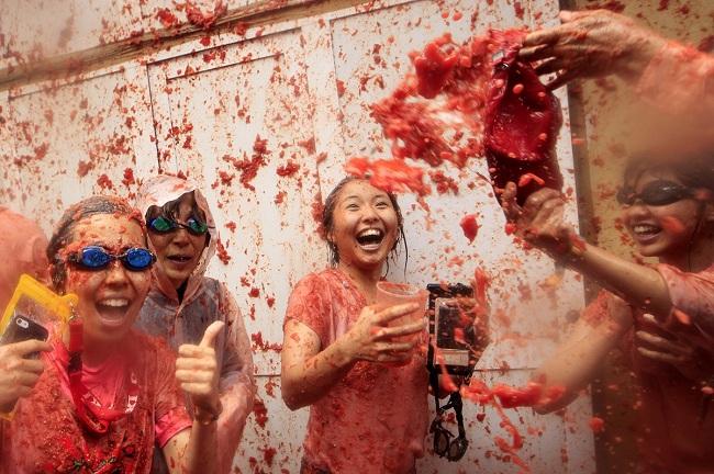 Lễ hội ném cà chua tại Tây Ban Nha. Ảnh: Alberto Saiz/AP