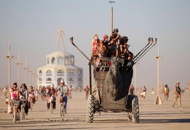 Lễ hội kì dị Burning Man. Ảnh: Jim Urquhart/ Reuters.