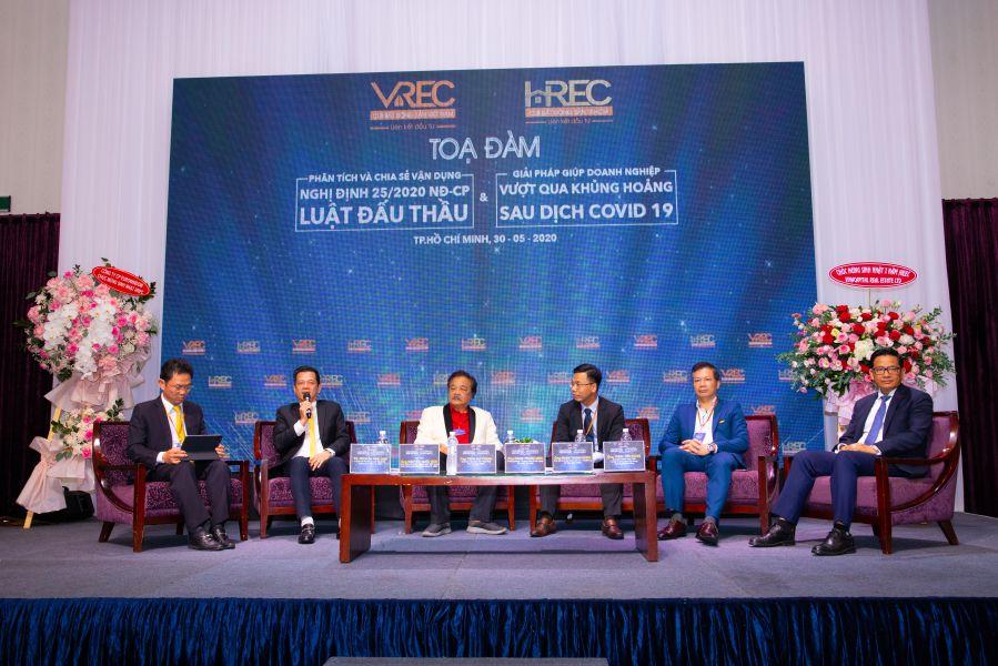 Các diễn giả tham dự phiên tọa đàm về Nghị định 25/2020/NĐ-CP và giải pháp giúp doanh nghiệp vượt qua khủng hoảng dịch Covid-19.