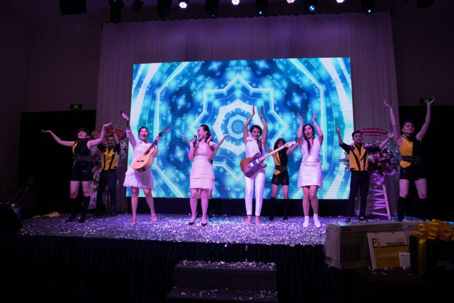 Tiết mục Huyền thoại người con gái do các nữ hội viên của HREC biểu diễn.