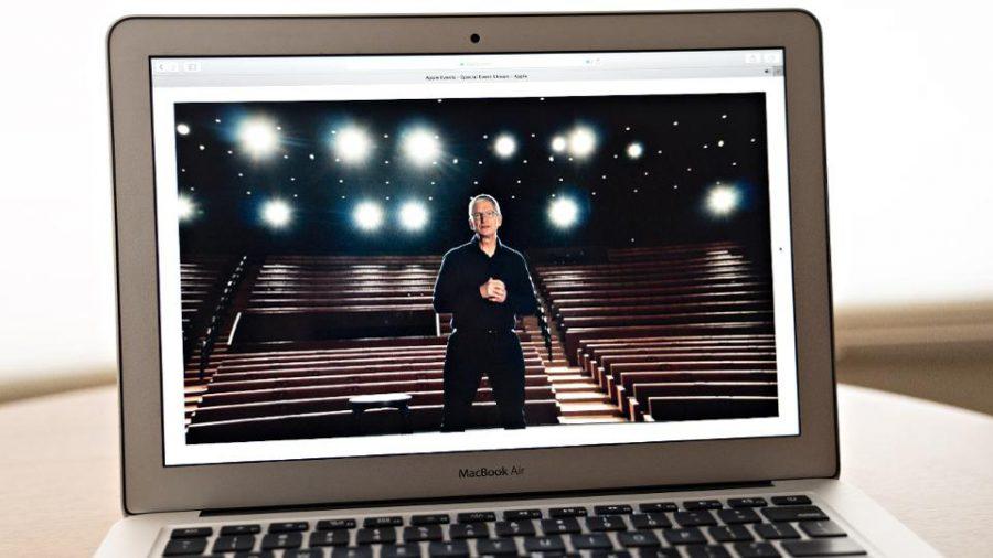 Tim Cook - CEO Apple -phát biểu để mở đầu cho sự kiện trực tuyến WWDC 2020. Ảnh: Bloomberg.