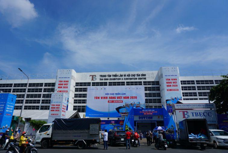 """Hội chợ triển lãm """"Tôn vinh hàng Việt"""" năm 2019 do Hiệp hội Doanh nghiệp TPHCM (HUBA) tổ chức khai mạc tại Trung tâm Văn hóa thể thao quận Tân Bình."""