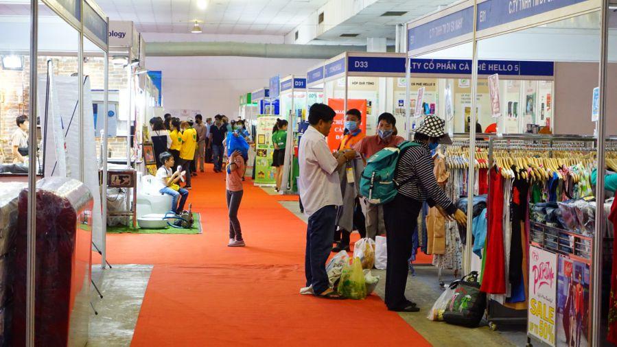 Các doanh nghiệp tham gia sự kiện dành nhiều chương trình ưu đãi để thu hút khách hàng tham quan và mua sắm.