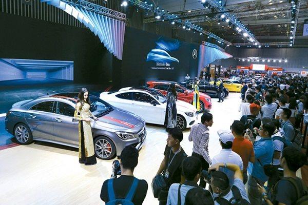 Mercedes Benz là một trong những đơn vị đưa ra quyết định cuối cùng về việc rút khỏi triển lãm. Ảnh: Trần Linh.