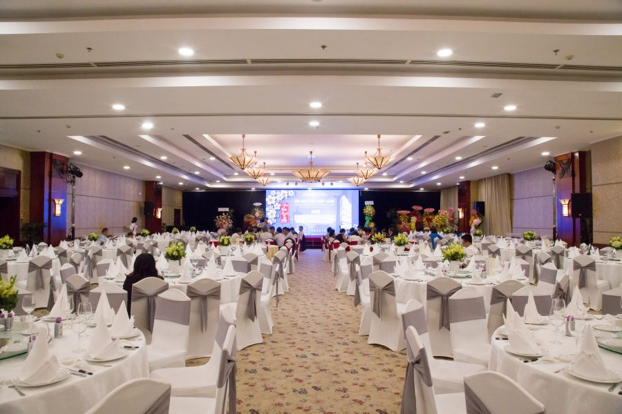 Hướng dẫn các bước tổ chức hội nghị khách hàng chi tiết.