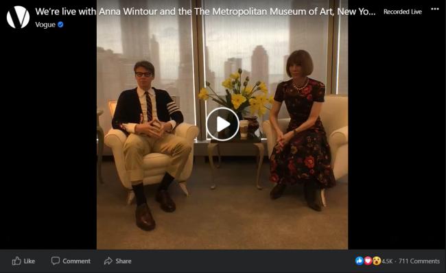 """Sự xuất hiện của """"bà đầm thép"""" Anna Wintour quả thực gây được nhiều sự chú ý"""